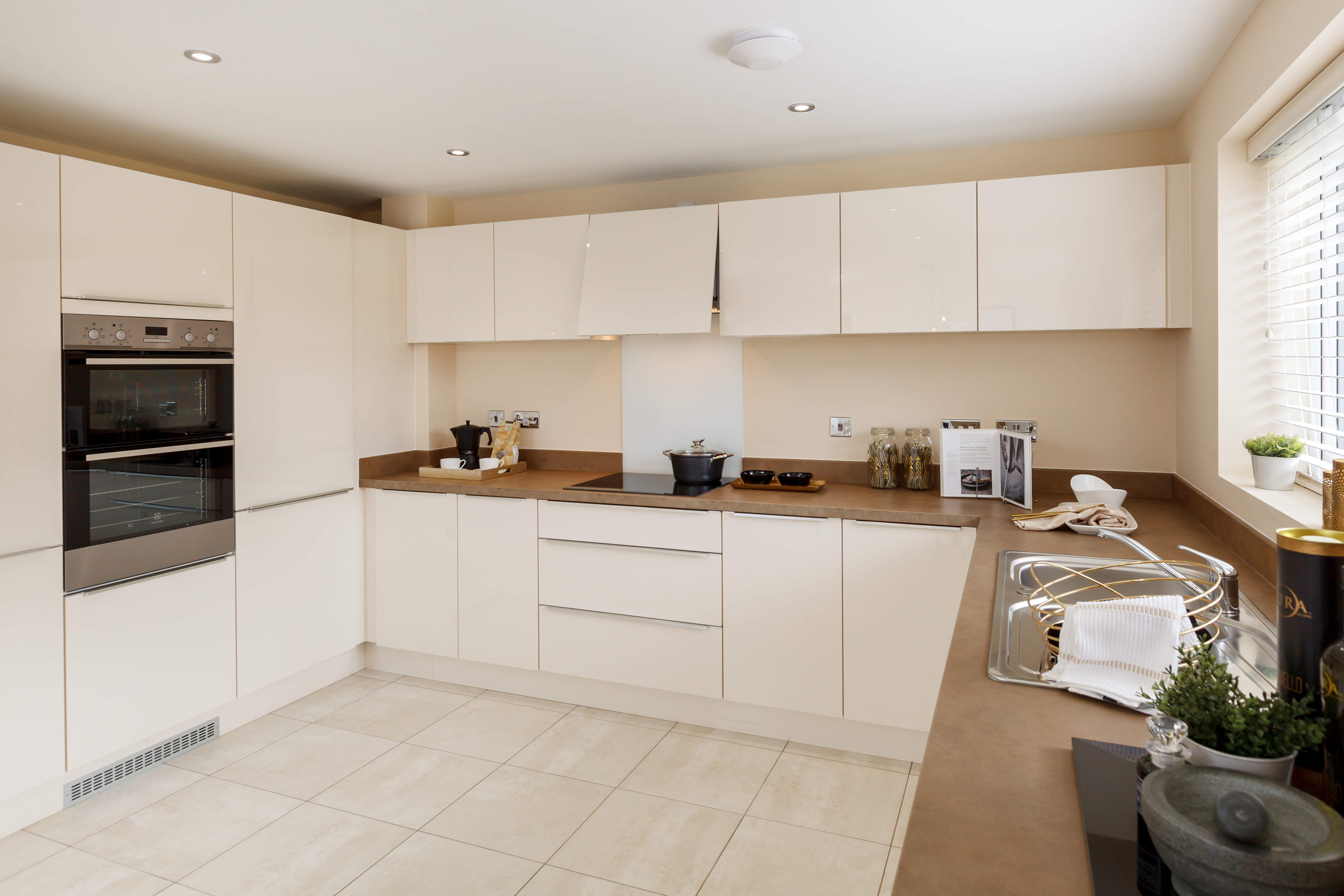 TW_NM_The Shires_Haddenham_441_Kitchen 2